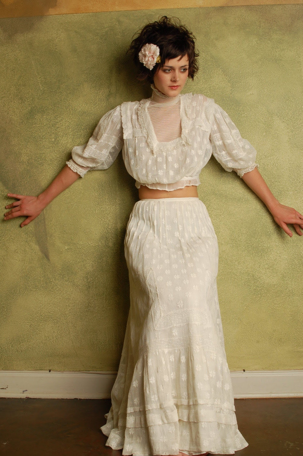STUNNING VICTORIAN LACE BLOUSE AND SKIRT