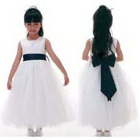 If you had a flower girl, was her dress white/ivory or a