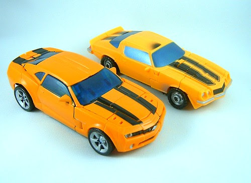 Transformers Bumblebee Classic Camaro vs. Concept Camaro (Movie<br />Deluxe)