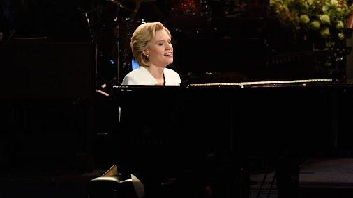 "Kate McKinnon performs Leonard Cohen's ""Hallelujah"" in the #ChappelleOnSNL cold open."