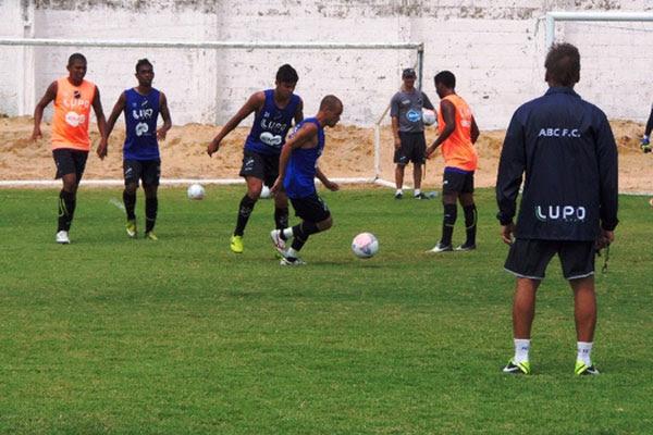 Jogadores viajam nesta quinta-feira para São Paulo, onde enfrentam o Palmeiras amanhã