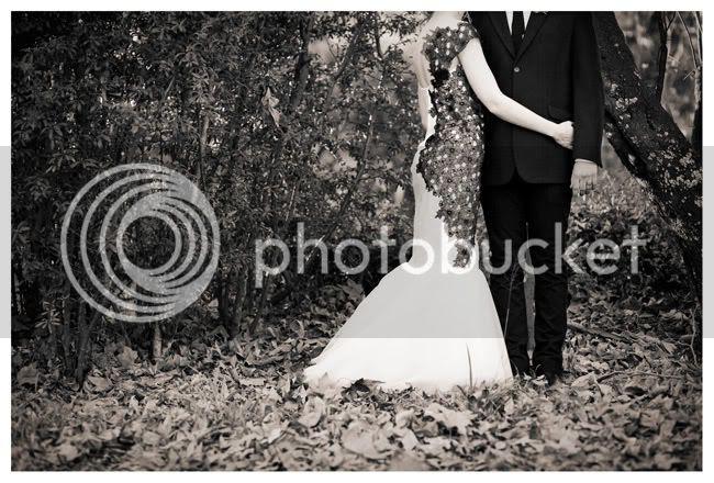 http://i892.photobucket.com/albums/ac125/lovemademedoit/love%20makes%20me%20do%20it/Pierre%20and%20Tarien/vintage-wedding004.jpg?t=1286220417
