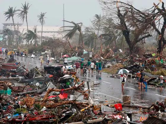 Casas destruidas tras el paso del tifón Haiyan. Foto: Manos Unidas (CC BY-NC-ND 2.0)