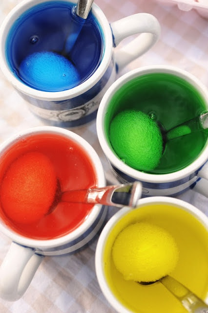Rust & Sunshine: Dyeing Easter Eggs