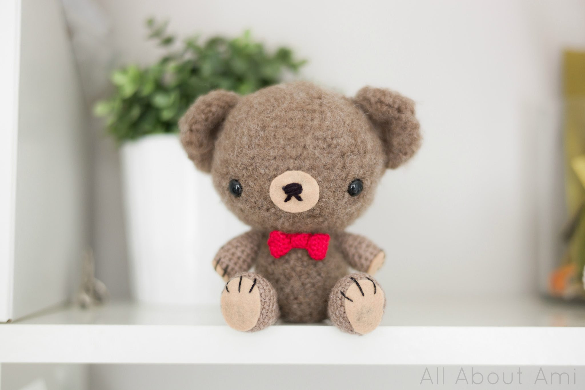 http://allaboutami.tumblr.com/post/3363172075/valentineteddypattern