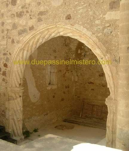 Mobili lavelli archi in pietra per interni for Mobili per interni