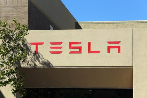 Tesla Unveils Batteries for Homes, Businesses, Utilities