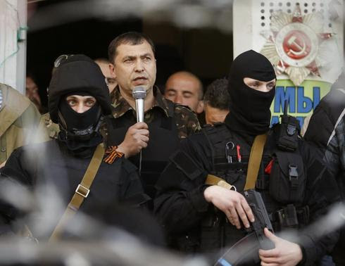 The self-styled mayor of Luhansk region Valery Bolotov speaks during a rally in front of the seized office of the SBU state security service in Luhansk, eastern Ukraine April 25, 2014. REUTERS-Vasily Fedosenko