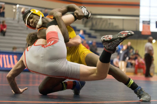 Murphysboro runs away with wrestling regional title