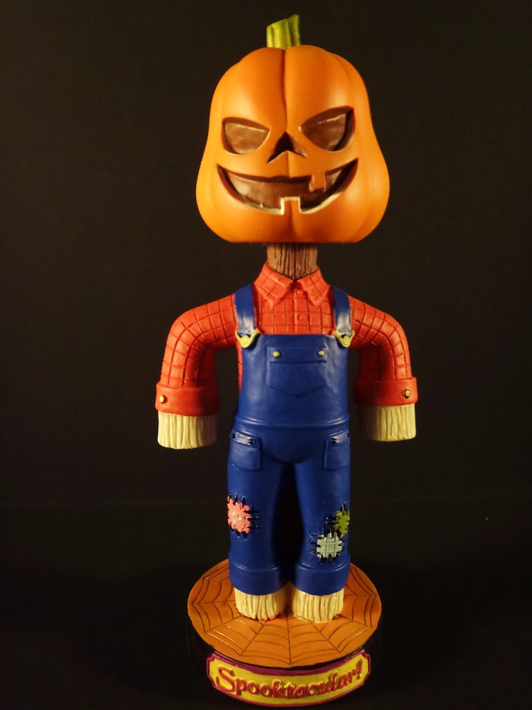 classic favorites halloween scarecrow bobblehead