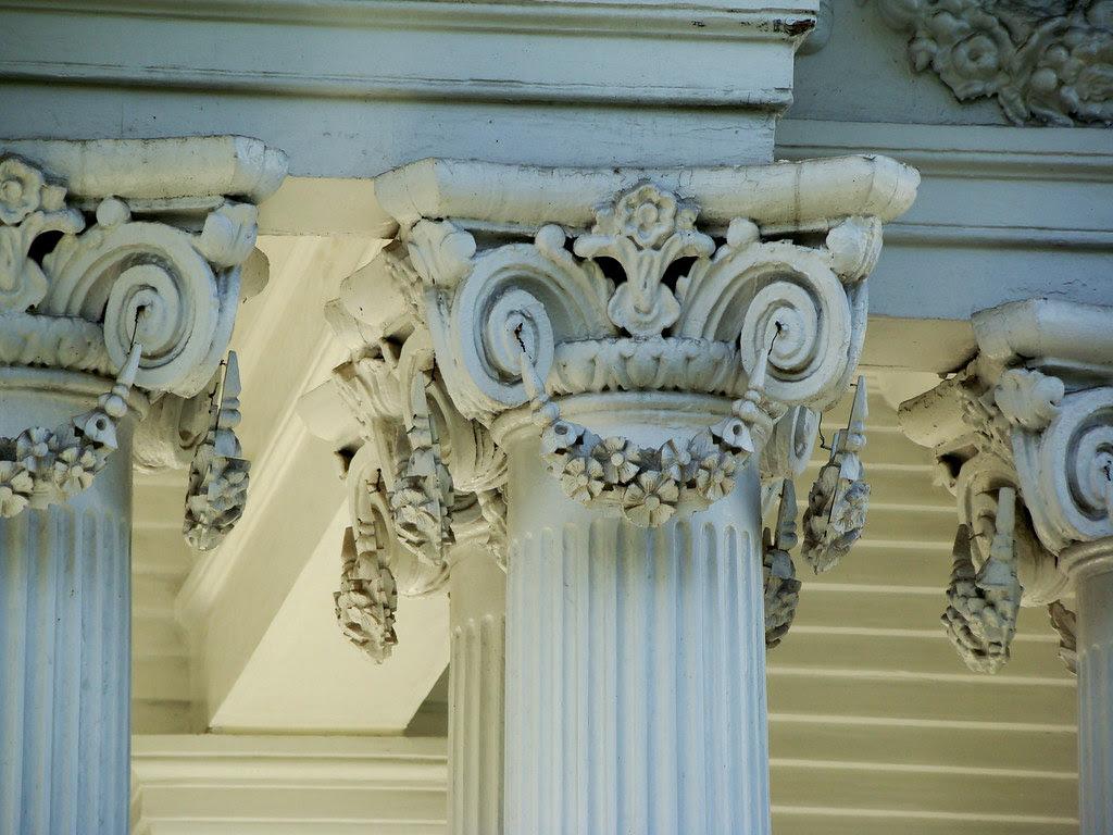 DSC02011 Corinthian columns