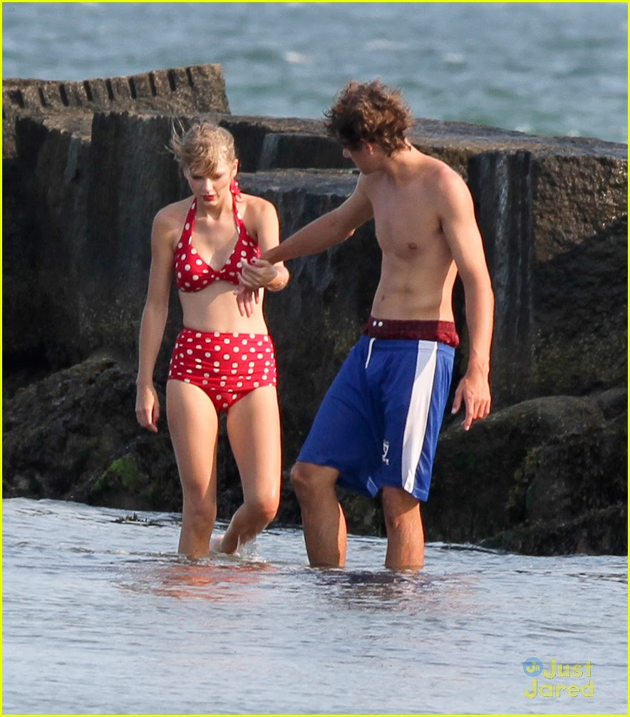 taylor swift conor kennedy beach day 08