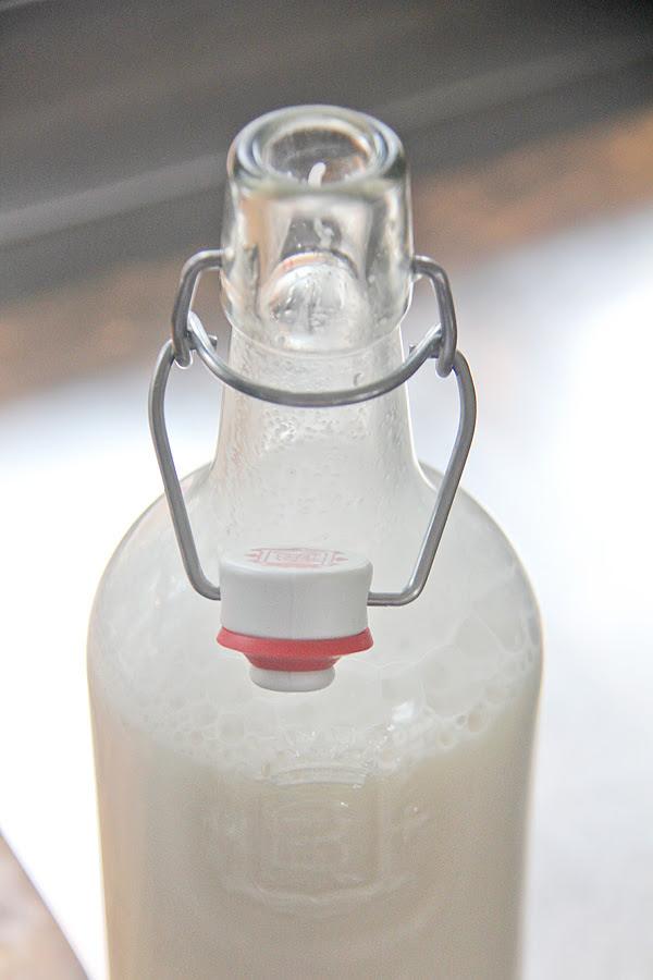 Hemmagjord-mandelmjolk