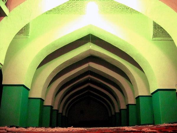 Двор Джума-мечети был главной площадью Дербента / Фото из России