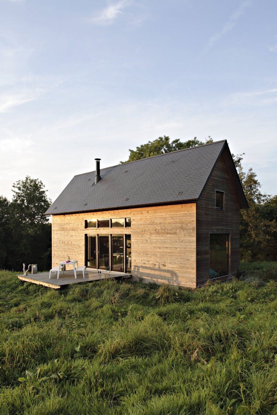 Barn Style Weekend Cabin Embraces the Simple Life | Modern ...