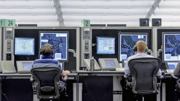 Controladores aéreos.