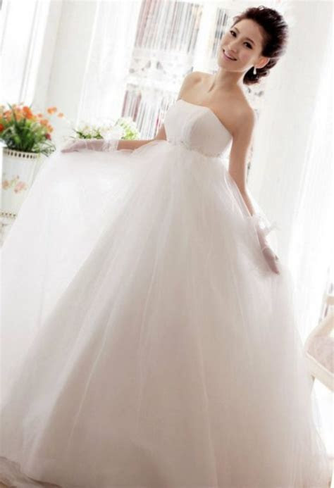 Maternity Wedding Dress For A Stylish Bride To Be And