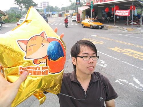 宅哥:喔喔喔!摸到火狐氣球感覺可以上網耶…