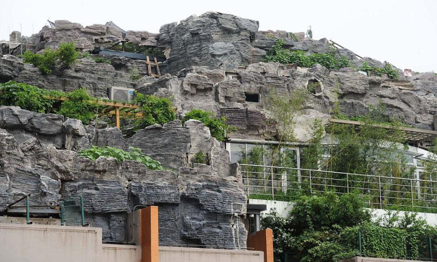 Empresário excêntrico constrói casa serrana no topo de um prédio em Beijing 09