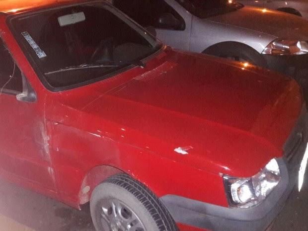 Veículos foram encontrados pela polícia; Cinco suspeitos fugiram (Foto: Divulgação/ Polícia Militar)