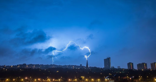 Stunning image shows lighting narrowly miss church spire