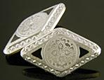 Platinum and black enamel cufflinks. (J9103)