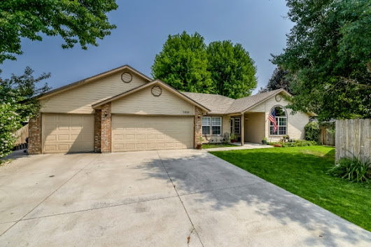 2456 S China Rapids, Meridian Idaho 83642