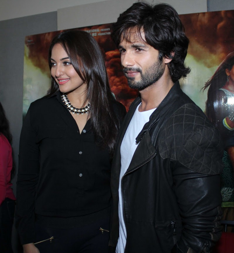 Shahid-Kapoor-And-Sonakshi-Sinha-Promoting-R-Rajkumar-Pictures-Photos-1