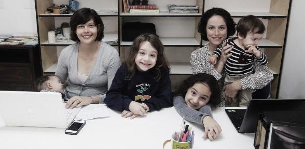 Da esq. para a dir., Carina com Clara (no colo) e Brigitte, e Fernanda com Lívia e Theo