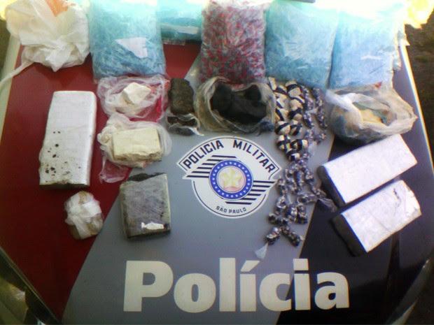Polícia apreende mais de sete quilos de drogas em Guaratinguetá (Foto: Divulgação/ Polícia Militar)