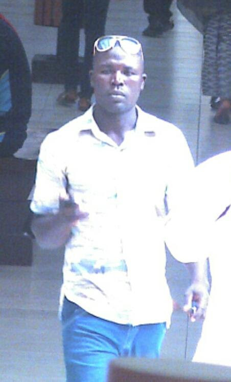 "GIDITRAFFIC on Twitter: """"@bigfemluvsUTD: #GIDITRAFFIC Behold the man that stole my car @ The Palms Lekki. CCTV. Pls RETWEET @Gidi_Traffic """