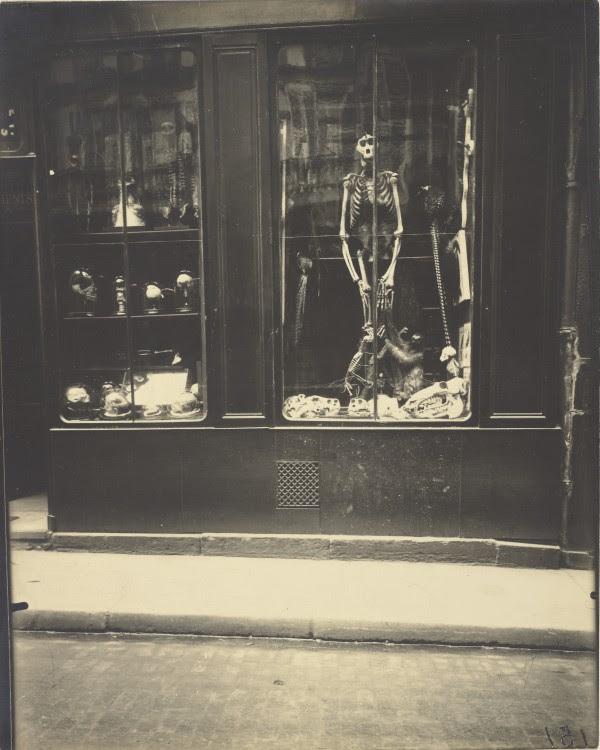 Atget Paris Naturaliste rue de lcole de mdicine 600x750 Le Paris de 1900 par Atget  photographie histoire art