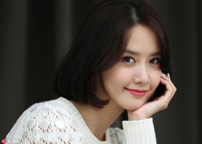 Từ khi cắt tóc ngắn, Yoona mặc đồ điệu đà cũng đẹp mà cá tính cũng xinh - Ảnh 4.