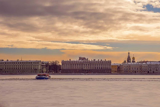 Online travel blogging article about visiting St Petersburg, Russia