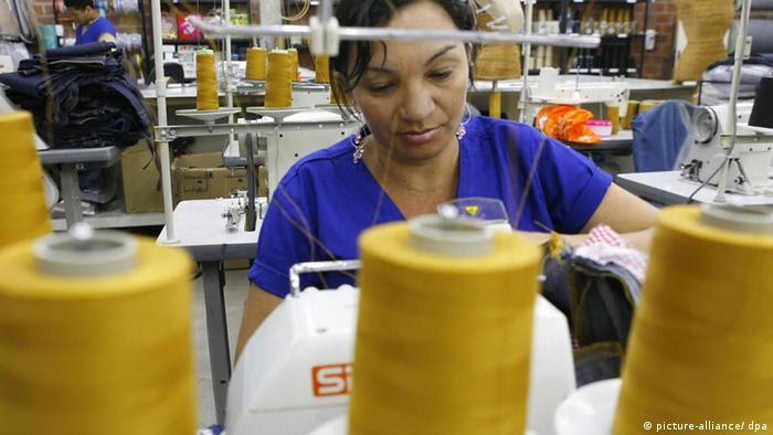 Trabalhadora da indústria têxtil