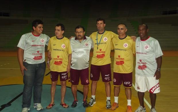 Comissão técnica da equipe de Futsal do América-RN (Foto: Jocaff Souza)