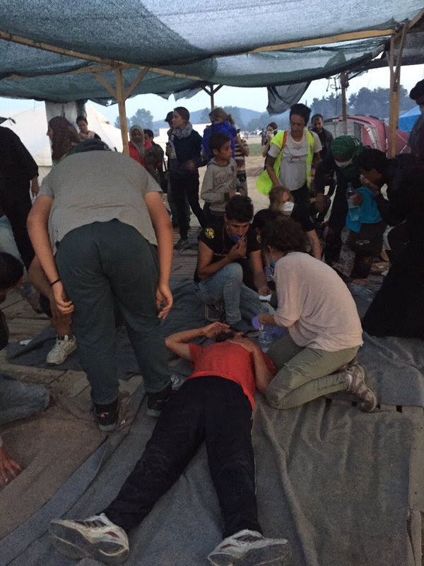 Ειδομένη ώρα μηδέν: «Καζάνι» που βράζει ο καταυλισμός – Φωτιές και συγκρούσεις με την Αστυνομία λίγο πριν την γενικευμένη εξέγερση – Αποκλειστικές εικόνες (vid) - Εικόνα11