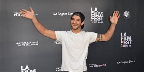 tyler posey wallpapers images  pictures backgrounds