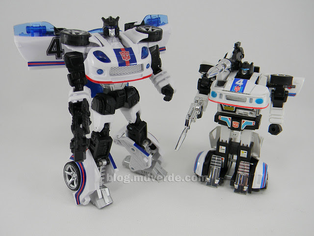 Transformers Jazz United Deluxe - modo robot vs G1