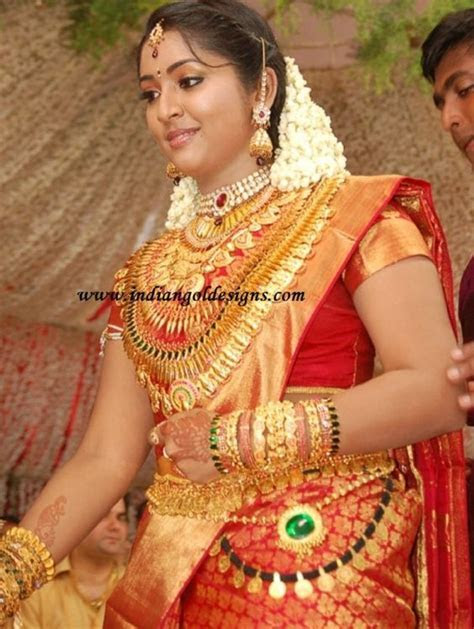 navya nair in heavy kerala gold bridal jewellery at her