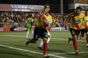 Una tarjeta amarilla podría dejar fuera de la final a dos jugadores. Foto CSH