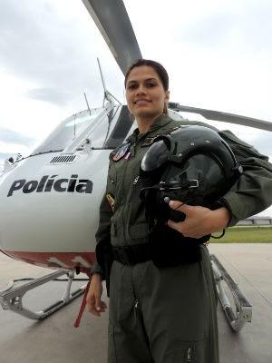 Tenente Lara é primeira mulher a pilotar o helicóptero do Águia em SP (Foto: Jomar Bellini / G1)