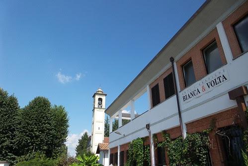 Un campanile e Bianca & Volta by Ylbert Durishti
