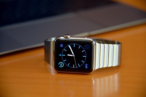 Apple Watch vs. Samsung Gear 2 -