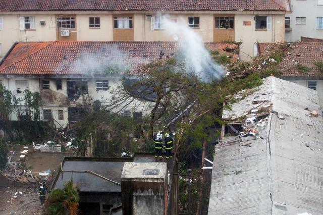 Jato cai em Santos, no litoral paulista, e mata Eduardo Campos Ricardo Nogueira/AFP