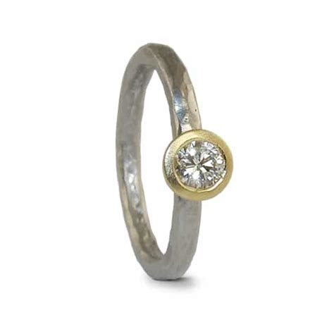 Hammered court   Platinum & 18ct yellow gold 0.25ct