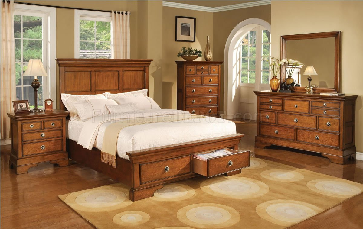 Light Brown Finish Traditional Style Bed W Optional Casegoods