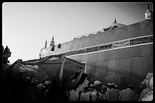 Dam Madar Beda Par ..Ankhon Ki Roshni Dilon Ka Karar ..Besabri Se Hai Zinda Shah Madar Ke Urus Ka Intezar by firoze shakir photographerno1