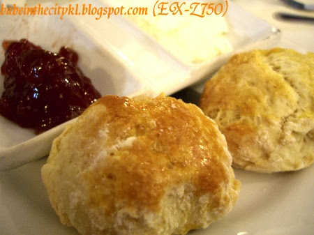 scones wid strawberry jam and clotted cream  RM3.50) (set RM20.50)