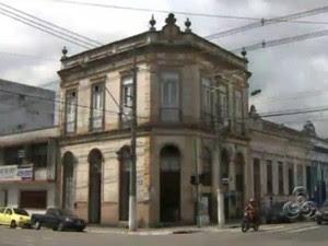 Prédio no Centro Histórico de Manaus (Foto: Reprodução/TV Amazonas)